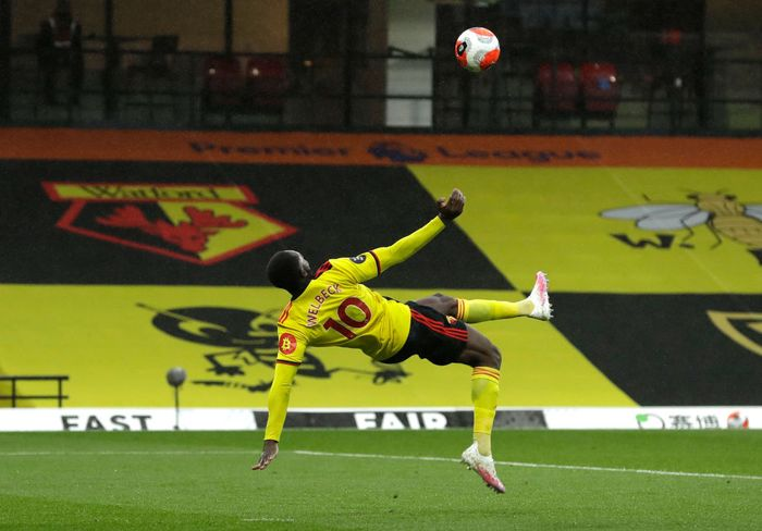 WATFORD, ENGLAND - JULY 07: Danny Welbeck of Watford scores his teams second goal during the Premier League match between Watford FC and Norwich City at Vicarage Road on July 07, 2020 in Watford, England. Football Stadiums around Europe remain empty due to the Coronavirus Pandemic as Government social distancing laws prohibit fans inside venues resulting in all fixtures being played behind closed doors. (Photo by Matt Dunham/Pool via Getty Images)
