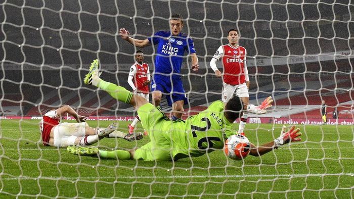 Leicesters Jamie Vardy scores his teams first goal during the English Premier League soccer match between Arsenal and Leicester at Emirates Stadium in London, England, Tuesday, July 7, 2020. (AP Photo/Shaun Botterill,Pool)