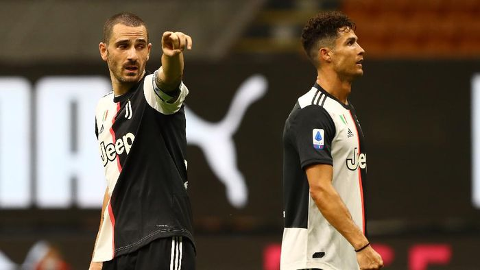 MILAN, ITALY - JULY 07:  Leonardo Bonucci of Juventus FC gestures during the Serie A match between AC Milan and Juventus at Stadio Giuseppe Meazza on July 7, 2020 in Milan, Italy.  (Photo by Marco Luzzani/Getty Images)