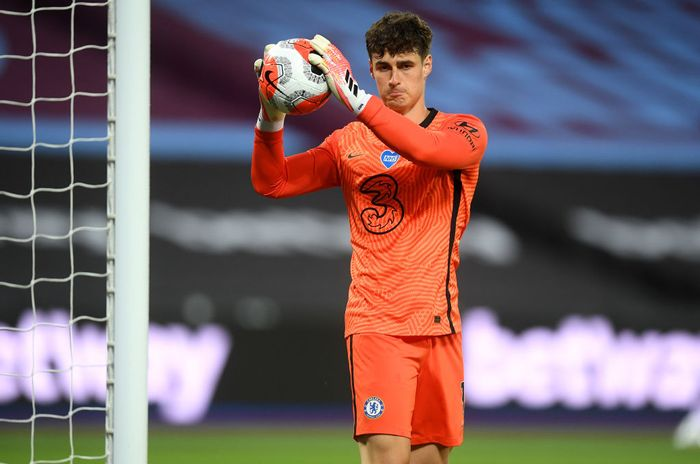 LONDON, ENGLAND - JULY 01: Kepa Arrizabalaga of Chelsea looks on during the Premier League match between West Ham United and Chelsea FC at London Stadium on July 01, 2020 in London, England. Football Stadiums around Europe remain empty due to the Coronavirus Pandemic as Government social distancing laws prohibit fans inside venues resulting in all fixtures being played behind closed doors. (Photo by Michael Regan/Getty Images)