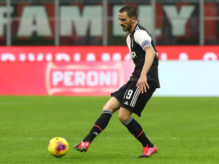 MILAN, ITALY - FEBRUARY 13:  Leonardo Bonucci of Juventus in action during the Coppa Italia Semi Final match between AC Milan and Juventus at Stadio Giuseppe Meazza on February 13, 2020 in Milan, Italy.  (Photo by Marco Luzzani/Getty Images)
