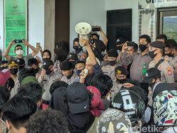 Tuntut Banding Kasus Pencabulan ABG, Demo Mahasiswa di Kejari Parepare Ricuh