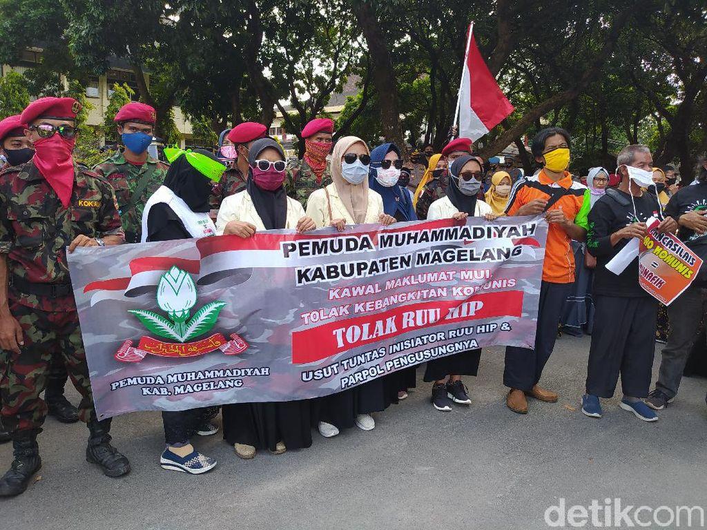 Geruduk DPRD Kabupaten Magelang, Massa Demo Tolak RUU HIP Disahkan
