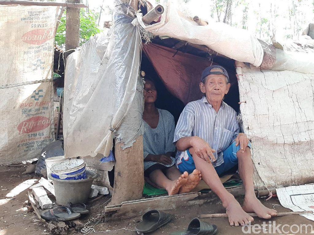 Kisah Mbah Tarso dan Istri Tinggal di Gubuk Karung di Purwokerto