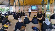 Pemandu Wisata Banyuwangi Diberi Pelatihan Protokol Kesehatan