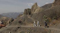 Petugas Medis Bolivia Taklukkan Dataran Tinggi Demi Corona