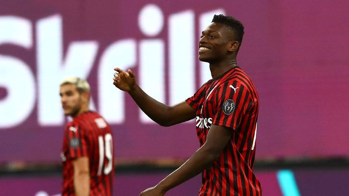 MILAN, ITALY - JULY 07:  Rafael Leao of AC Milan celebrates his goal during the Serie A match between AC Milan and Juventus at Stadio Giuseppe Meazza on July 7, 2020 in Milan, Italy.  (Photo by Marco Luzzani/Getty Images)