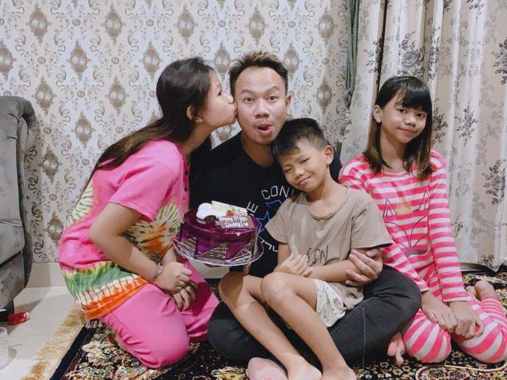 Vicky Prasetyo Dipenjara, Keluarga Batasi Akses Internet ke Anaknya