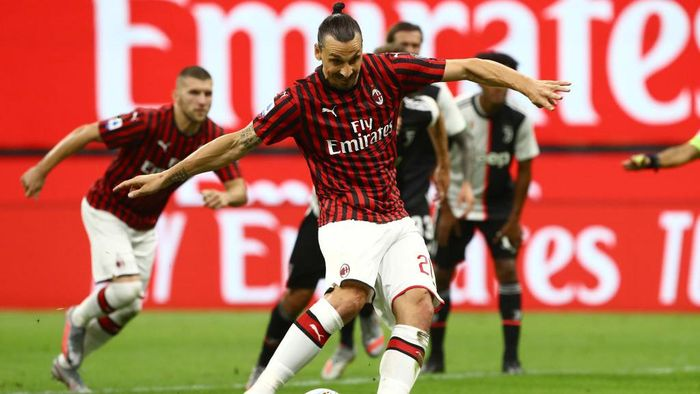 MILAN, ITALY - JULY 07:  Zlatan Ibrahimovic of AC Milan scores his goal from the penalty spot during the Serie A match between AC Milan and Juventus at Stadio Giuseppe Meazza on July 7, 2020 in Milan, Italy.  (Photo by Marco Luzzani/Getty Images)