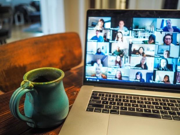 Pengguna harian layanan video conference mengalami lonjakan sangat besar, yakni 200 juta pengguna pada Maret 2020.