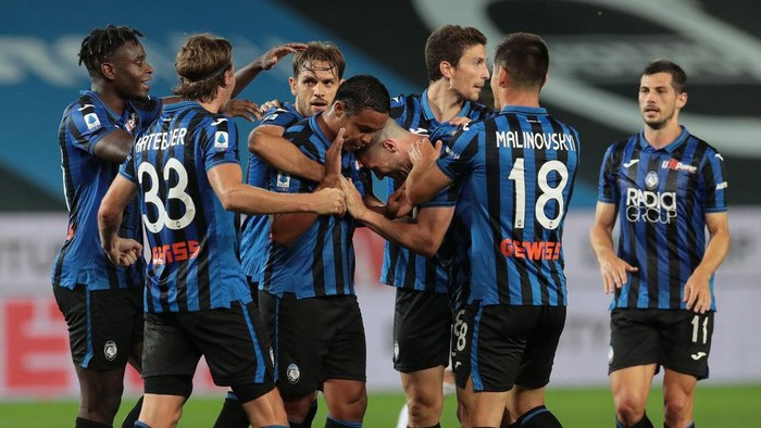 BERGAMO, ITALY - JULY 08:  Luis Muriel of Atalanta BC celebrates his goal with his team-mates during the Serie A match between Atalanta BC and UC Sampdoria at Gewiss Stadium on July 8, 2020 in Bergamo, Italy.  (Photo by Emilio Andreoli/Getty Images)