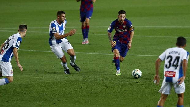 Barcelona's Lionel Messi runs for the ball next to Espanyol's David Lopez, left, during the Spanish La Liga soccer match between FC Barcelona and RCD Espanyol at the Camp Nou stadium in Barcelona, Spain, Wednesday, July 8, 2020. (AP Photo/Joan Monfort)