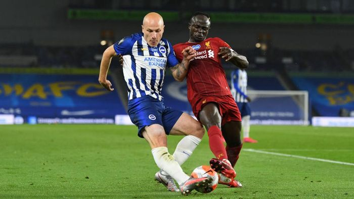 BRIGHTON, ENGLAND - JULY 08: Aaron Mooy of Brighton and Hove Albion  battles for possession with  Sadio Mane of Liverpool  during the Premier League match between Brighton & Hove Albion and Liverpool FC at American Express Community Stadium on July 08, 2020 in Brighton, England. Football Stadiums around Europe remain empty due to the Coronavirus Pandemic as Government social distancing laws prohibit fans inside venues resulting in all fixtures being played behind closed doors. (Photo by Daniel Leal Olivas/Pool via Getty Images)