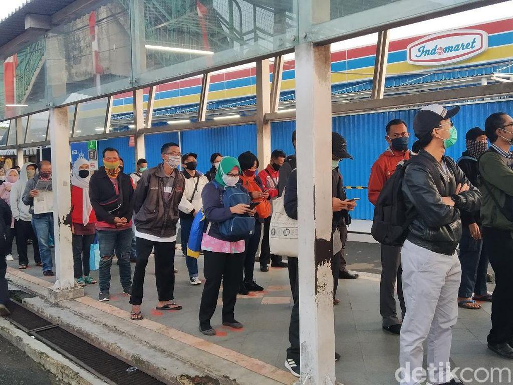 Cerita Penumpang KRL Antre hingga 2 Jam di Stasiun Bogor Senin Pagi Lalu