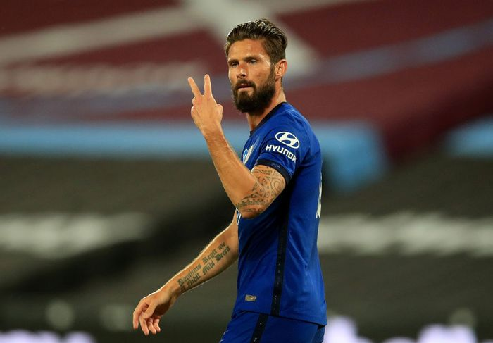 LONDON, ENGLAND - JULY 01: Olivier Giroud of Chelsea gestures during the Premier League match between West Ham United and Chelsea FC at London Stadium on July 01, 2020 in London, England. Football Stadiums around Europe remain empty due to the Coronavirus Pandemic as Government social distancing laws prohibit fans inside venues resulting in all fixtures being played behind closed doors. (Photo by Adam Davy/Pool via Getty Images)