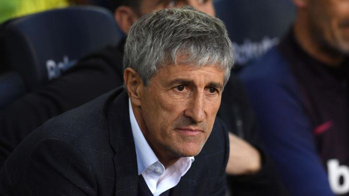 BARCELONA, SPAIN - MARCH 07: Quique Setien, Manager of Barcelona looks on during the La Liga match between FC Barcelona and Real Sociedad at Camp Nou on March 07, 2020 in Barcelona, Spain. (Photo by Alex Caparros/Getty Images)