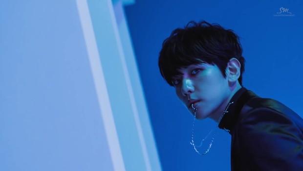 Baekhyun EXO adalah salah satu idol K-Pop yang pakai tindik bibir
