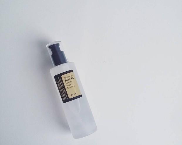 Dengan kandungan lendir siput essence ini ampuh membuat kulit menjadi lebih lembap