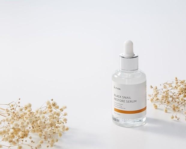 pemakaian serum memang tidak boleh dilewatkan dalam merawat wajah. iunik serum ini dapat mencerahkan kulit wajah.