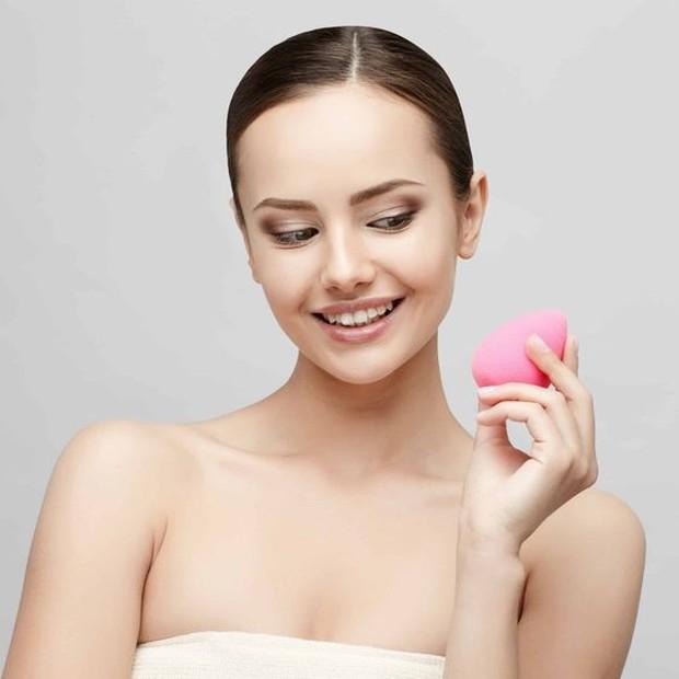 Beauty blender dapat membantu penggunaan foundation lebih halus dan lembut