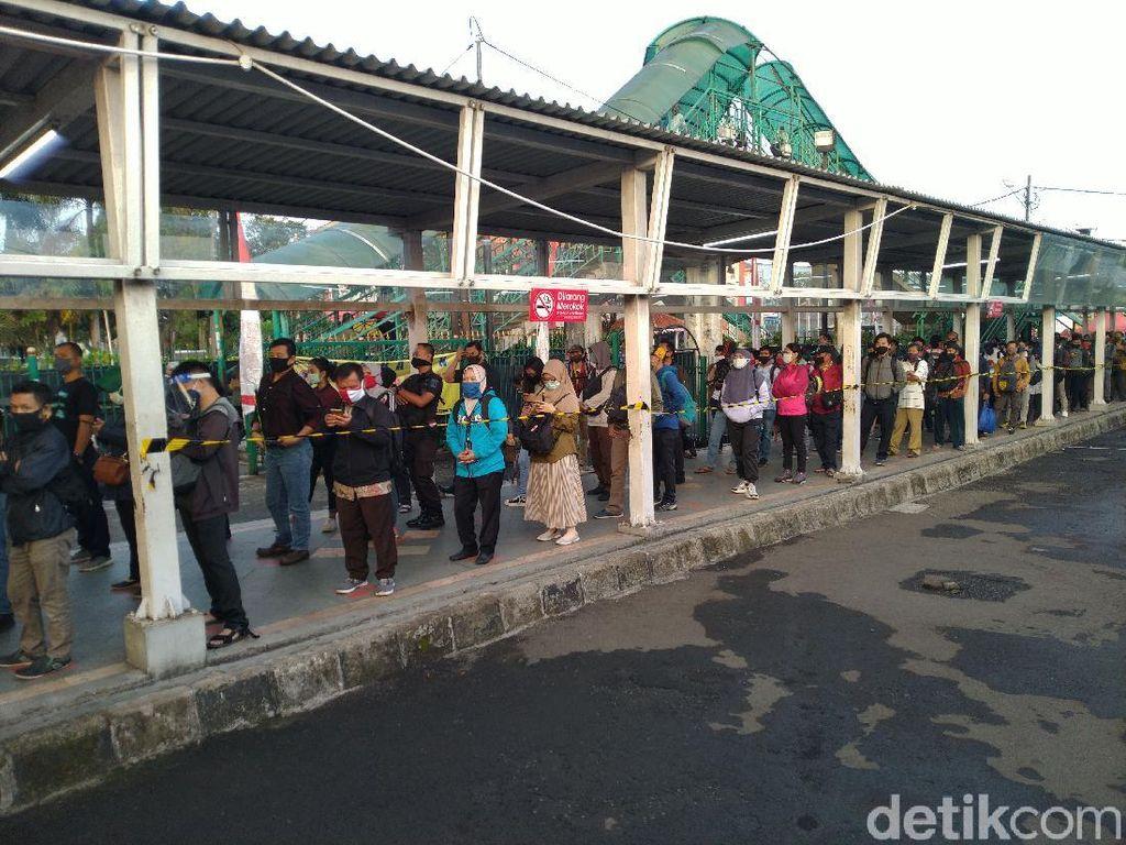 Penumpang Keluhkan Antrean Panjang di Stasiun Bogor, Harap KRL Ditambah