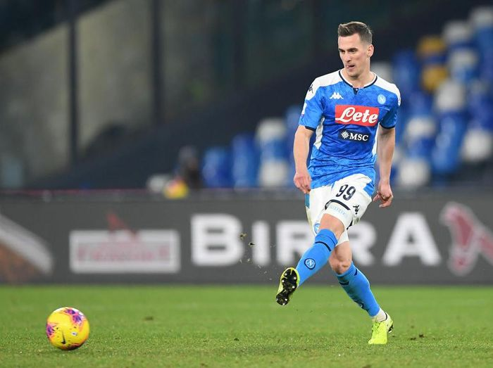 NAPLES, ITALY - JULY 05: Arkadiusz Milik of SSC Napoli gestures during the Serie A match between SSC Napoli and  AS Roma at Stadio San Paolo on July 05, 2020 in Naples, Italy. (Photo by Francesco Pecoraro/Getty Images)