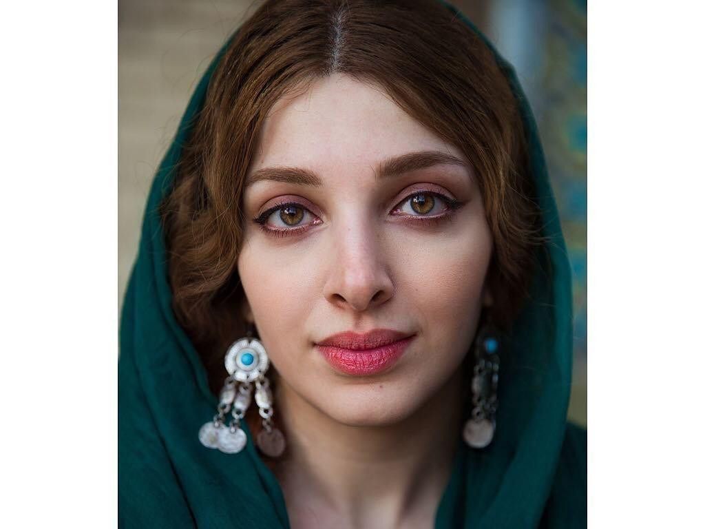 13 Potret Wanita Nepal Hingga Indonesia, Buktikan Bahwa Cantik Itu Universal
