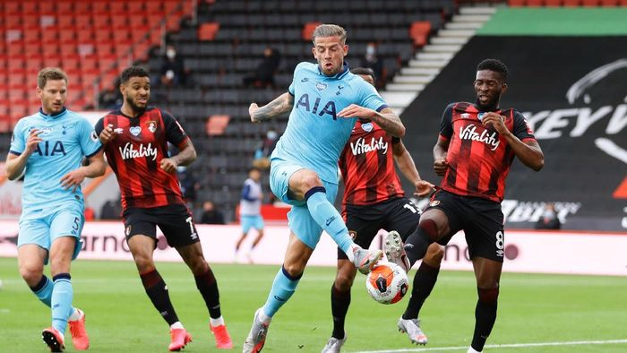 BOURNEMOUTH, ENGLAND - JULY 09: Toby Alderweireld of Tottenham Hotspur shoots during the Premier League match between AFC Bournemouth and Tottenham Hotspur at Vitality Stadium on July 09, 2020 in Bournemouth, England. Football Stadiums around Europe remain empty due to the Coronavirus Pandemic as Government social distancing laws prohibit fans inside venues resulting in all fixtures being played behind closed doors. (Photo by Richard Heathcote/Getty Images)