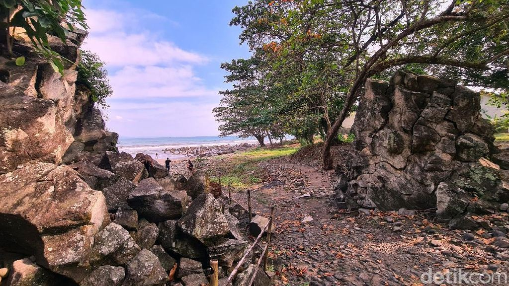Foto: Gerbang Menuju Kerajaan Laut Selatan