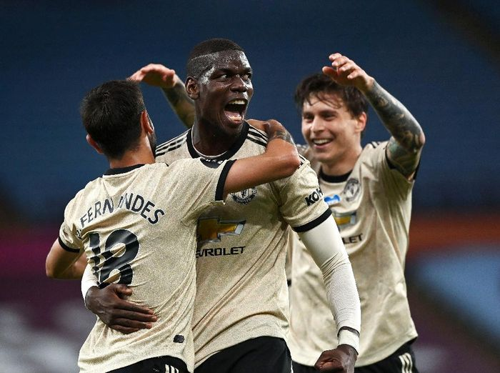 BIRMINGHAM, ENGLAND - JULY 09: Paul Pogba of Manchester United celebrates with Bruno Fernandes and Victor Lindelof after scoring his teams third goal during the Premier League match between Aston Villa and Manchester United at Villa Park on July 09, 2020 in Birmingham, England. Football Stadiums around Europe remain empty due to the Coronavirus Pandemic as Government social distancing laws prohibit fans inside venues resulting in all fixtures being played behind closed doors. (Photo by Shaun Botterill/Getty Images)