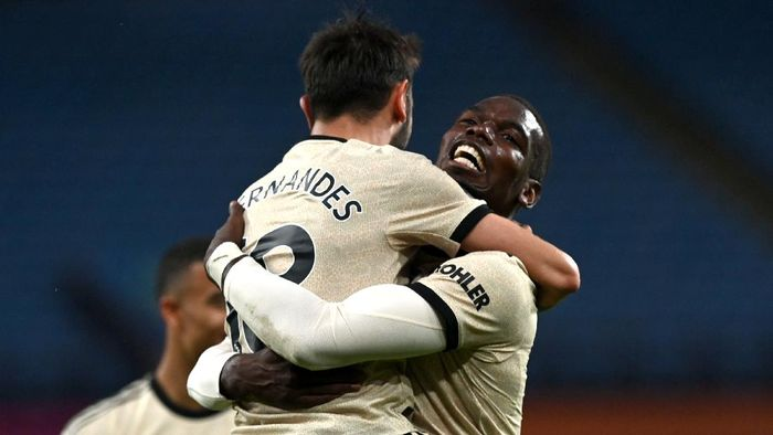 BIRMINGHAM, ENGLAND - JULY 09: Paul Pogba of Manchester United celebrates with Bruno Fernandes after scoring his teams third goal during the Premier League match between Aston Villa and Manchester United at Villa Park on July 09, 2020 in Birmingham, England. Football Stadiums around Europe remain empty due to the Coronavirus Pandemic as Government social distancing laws prohibit fans inside venues resulting in all fixtures being played behind closed doors. (Photo by Shaun Botterill/Getty Images)