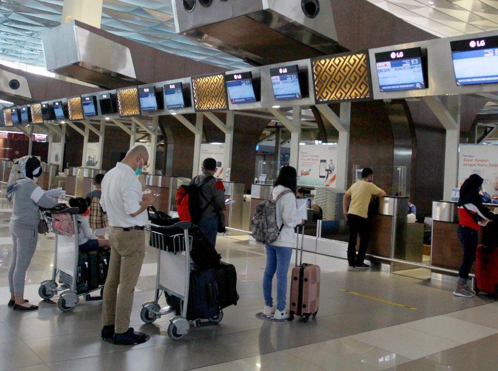 Syarat Naik Pesawat hingga Pemerintah Sempat Kurang Kamar Karantina