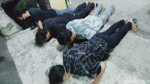 Puluhan Warga Surabaya Terjaring Razia Tak Bermasker, KTP Disita