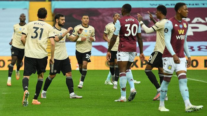BIRMINGHAM, ENGLAND - JULY 09: Bruno Fernandes of Manchester United celebrates with his team mates after scoring his teams first goal during the Premier League match between Aston Villa and Manchester United at Villa Park on July 09, 2020 in Birmingham, England. Football Stadiums around Europe remain empty due to the Coronavirus Pandemic as Government social distancing laws prohibit fans inside venues resulting in all fixtures being played behind closed doors. (Photo by Oli Scarff/Pool via Getty Images)