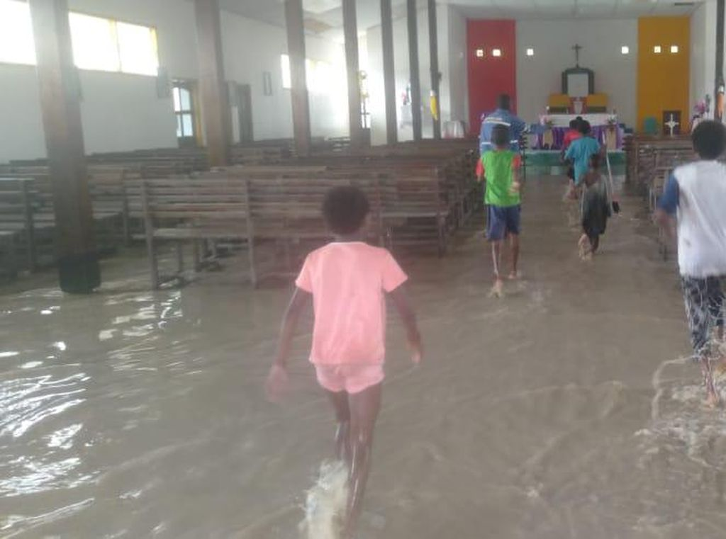 Kampung Iwaka Jadi Langganan Banjir, Warga Minta Dibuatkan Rumah Panggung