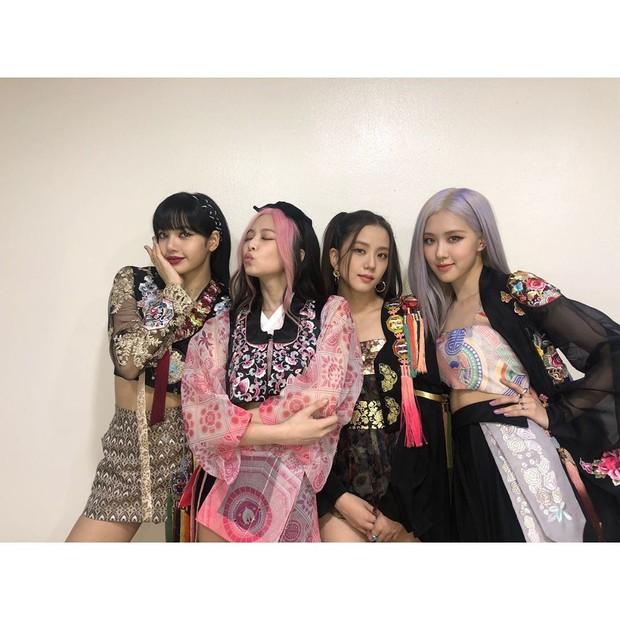 Dalam beberapa scene musik video How You Like That, keempatnya terlihat tampil cantik mengenakan baju tradisional Korea Selatan, hanbok. Diharapkan hanbok dapat digunakan sebagai pakaian sehari-hari.