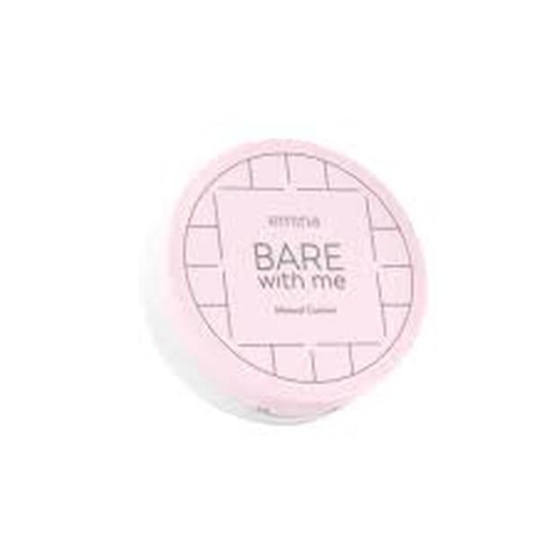 Emina Bare With Me Mineral Cushion merupakan produk lokal yang juga harus kamu coba untuk cushion yang cocok digunakan pada kulit kering.