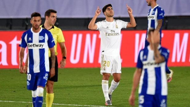 MADRID, SPAIN - JULY 10: Marco Asensio #20 of Real Madrid celebrates after he scores his team's 2nd goal during the Liga match between Real Madrid CF and Deportivo Alaves at Estadio Alfredo Di Stefano on July 10, 2020 in Madrid, Spain. (Photo by Denis Doyle/Getty Images)