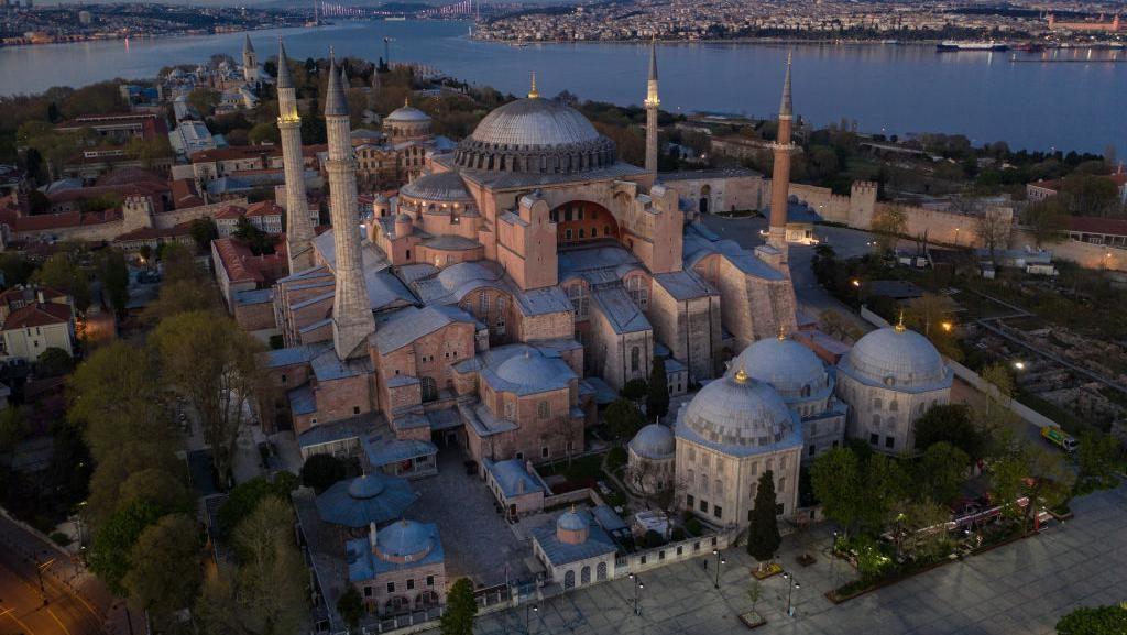 Melihat Lebih Dekat Hagia Sophia yang Kini Resmi Jadi Masjid