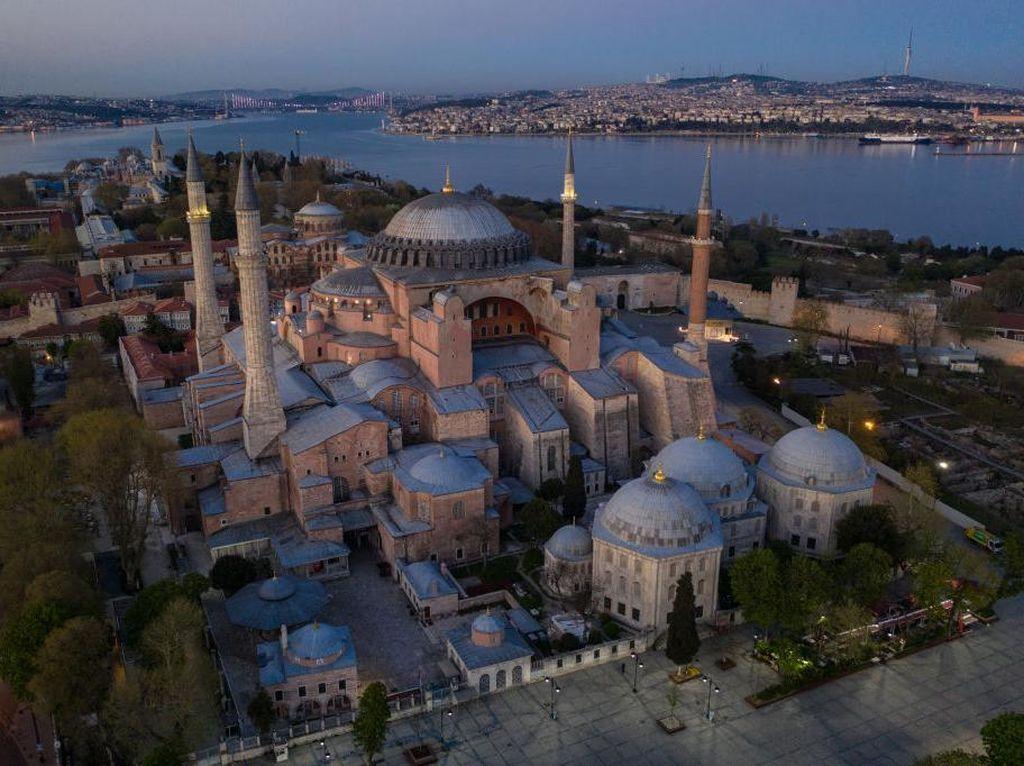 Erdogan Menjawab Kritik Mengembalikan Hagia Sophia Jadi Masjid