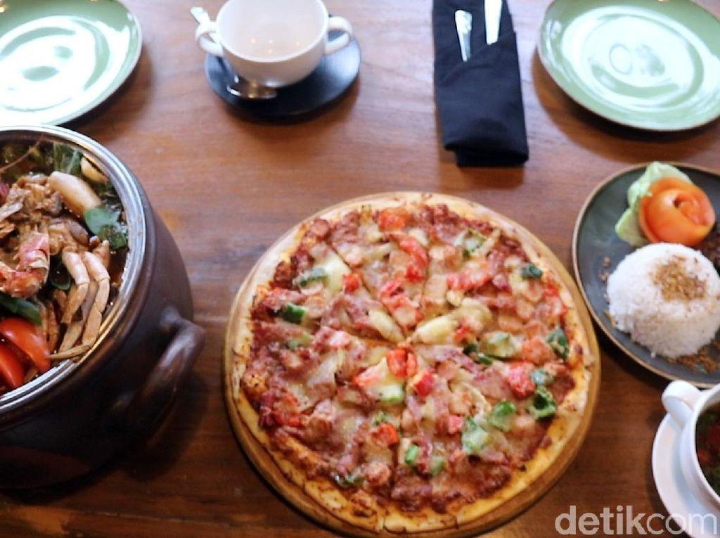 Menikmati Pizza hingga Kopi Gula Aren Enak di Teluk Palabuhanratu
