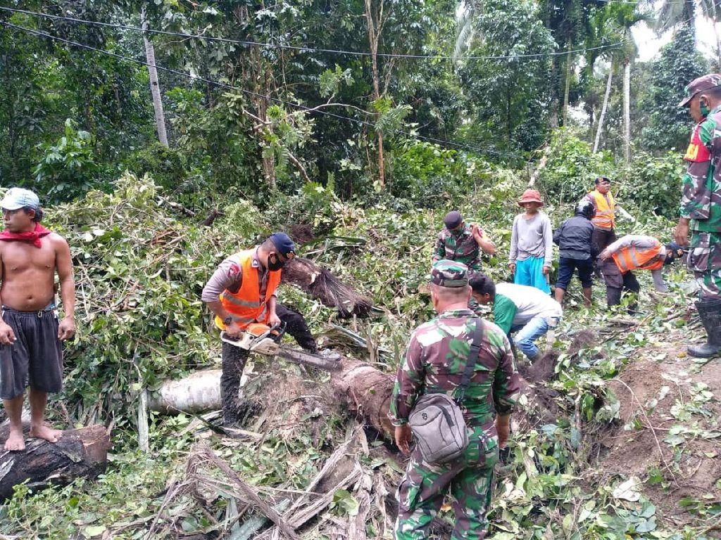 Tertimbun Longsor, Akses Jalan 2 Kecamatan di Gorontalo Terganggu