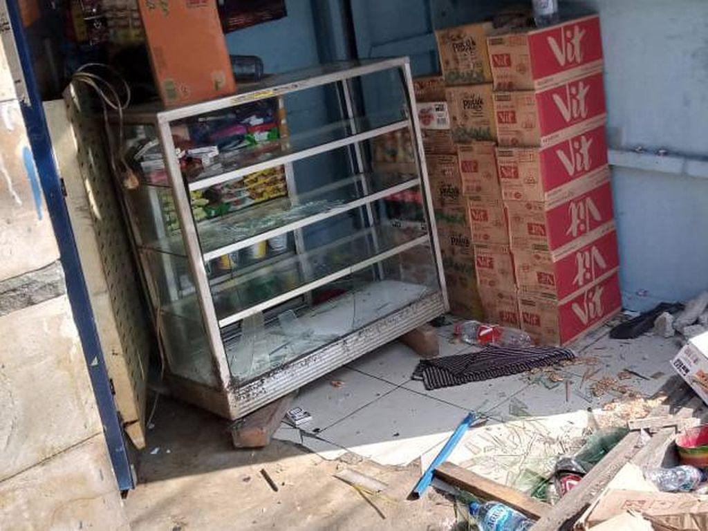 Truk Boks Tabrak Warung di Casablanca, Polisi: Sopir Hilang Konsentrasi