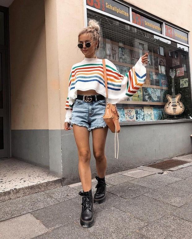 Mix and match denim hot pants untuk gaya summer yang makin menarik
