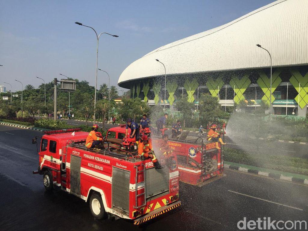 CFD Berakhir, Jalan Jenderal Ahmad Yani Bekasi Disemprot Disinfektan