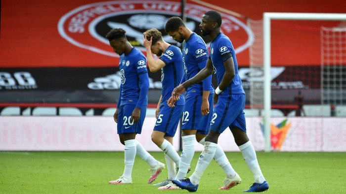 SHEFFIELD, ENGLAND - JULY 11: Chelsea players leave the pitch following the Premier League match between Sheffield United and Chelsea FC at Bramall Lane on July 11, 2020 in Sheffield, England. Football Stadiums around Europe remain empty due to the Coronavirus Pandemic as Government social distancing laws prohibit fans inside venues resulting in all fixtures being played behind closed doors. (Photo by Rui Vieira/Pool via Getty Images)