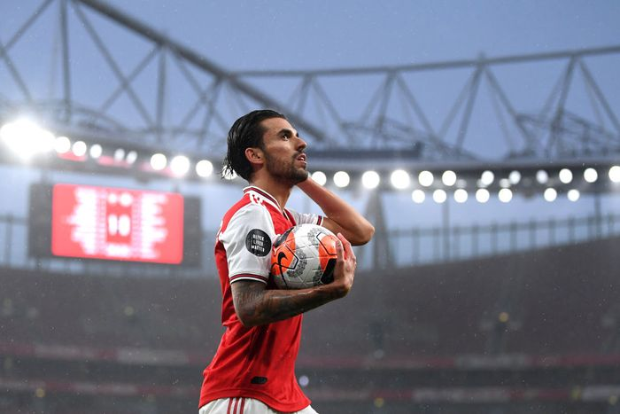 LONDON, ENGLAND - JULY 07: Dani Ceballos of Arsenal looks on during the Premier League match between Arsenal FC and Leicester City at Emirates Stadium on July 07, 2020 in London, England. Football Stadiums around Europe remain empty due to the Coronavirus Pandemic as Government social distancing laws prohibit fans inside venues resulting in all fixtures being played behind closed doors. (Photo by Michael Regan/Getty Images)