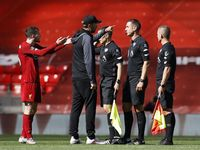 Klopp-Robertson Adu Mulut dengan Wasit Usai Liverpool Vs Burnley