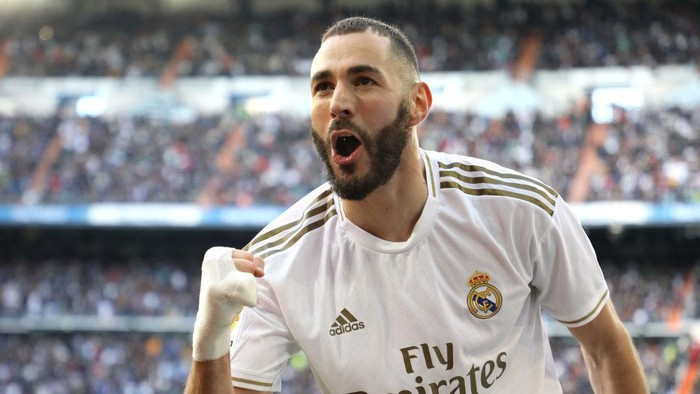 MADRID, SPAIN - FEBRUARY 01: Karim Benzema of Real Madrid celebrates after scoring his teams first goal during the La Liga match between Real Madrid CF and Club Atletico de Madrid at Estadio Santiago Bernabeu on February 01, 2020 in Madrid, Spain. (Photo by Angel Martinez/Getty Images)