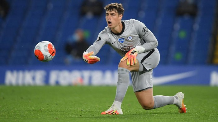 LONDON, ENGLAND - JULY 04: Kepa Arrizabalaga of Chelsea throws the ball out during the Premier League match between Chelsea FC and Watford FC at Stamford Bridge on July 04, 2020 in London, England. Football Stadiums around Europe remain empty due to the Coronavirus Pandemic as Government social distancing laws prohibit fans inside venues resulting in all fixtures being played behind closed doors. (Photo by Mike Hewitt/Getty Images)